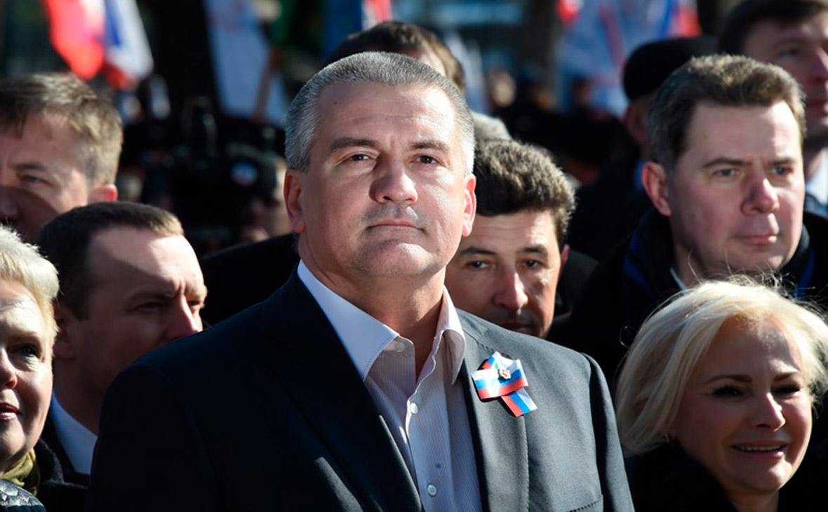 Чиновников и депутатов в Крыму заставили вести Facebook