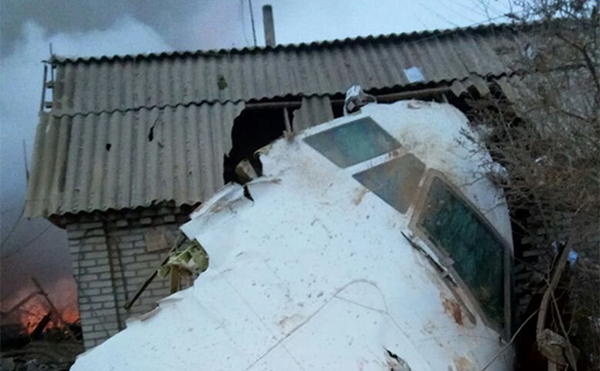 Минздрав Киргизии сообщил огибели более 30 человек прикрушении самолета