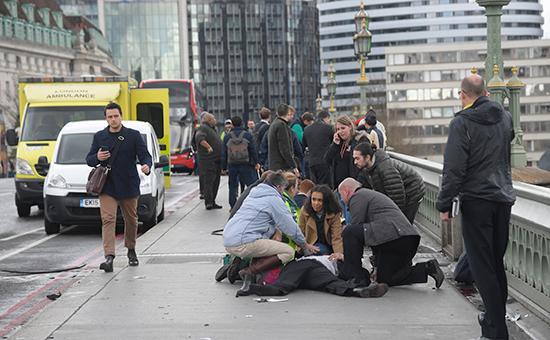 Sky News сообщил одвух погибших приатаках вЛондоне