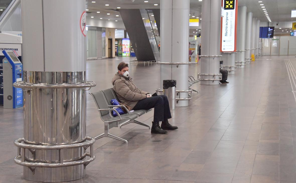 Брат москвича с коронавирусом сообщил о госпитализации его родных