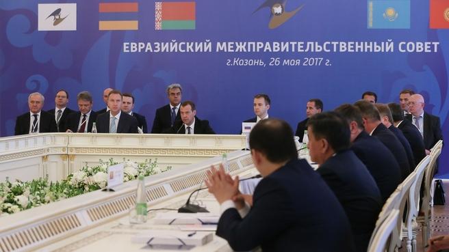 Медведев в Казани отметил рост товарооборота между странами ЕАЭС на 30%