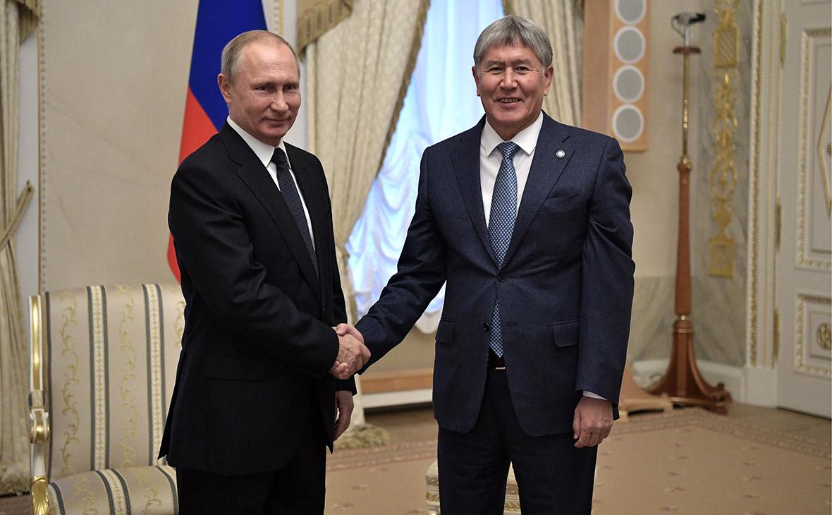 Президент Киргизии наградил орденами Путина и Маслякова