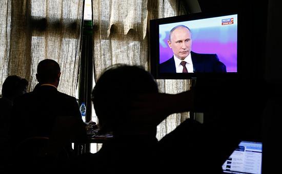 Путин предложил повысить зарплаты «неуказным» бюджетникам
