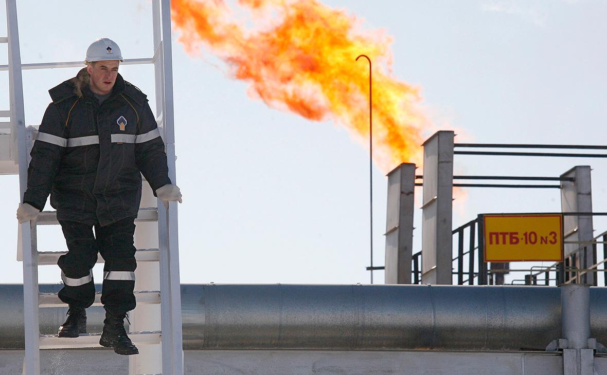Сечин попросил новые льготы для крупнейшего месторождения нефти в России photo