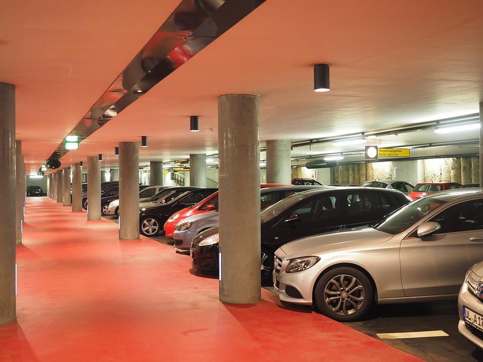 Рейтинг: новосибирские парковки дорожают, а гаражи «уходят в бизнес»