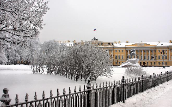 Петербург за пять минут: битвы судостроителей и звездные войны