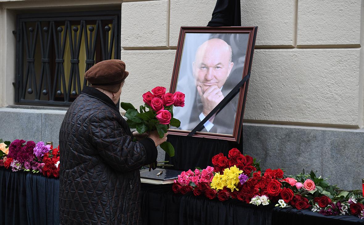 Путин поручил увековечить память Лужкова photo