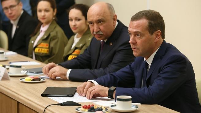 Медведев выделит КФУ 30 млн рублей на командировки молодым ученым