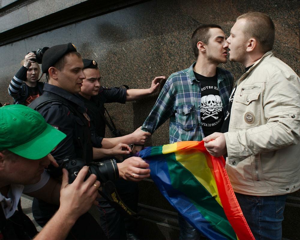 фото гей борцов и реслинга в плавках и без с возбужденным членом