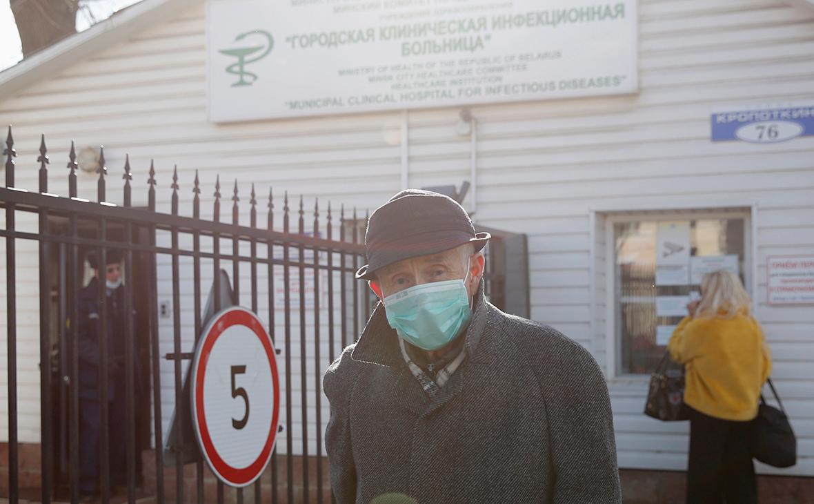 Роспотребнадзор поручил проверять больных пневмонией на коронавирус