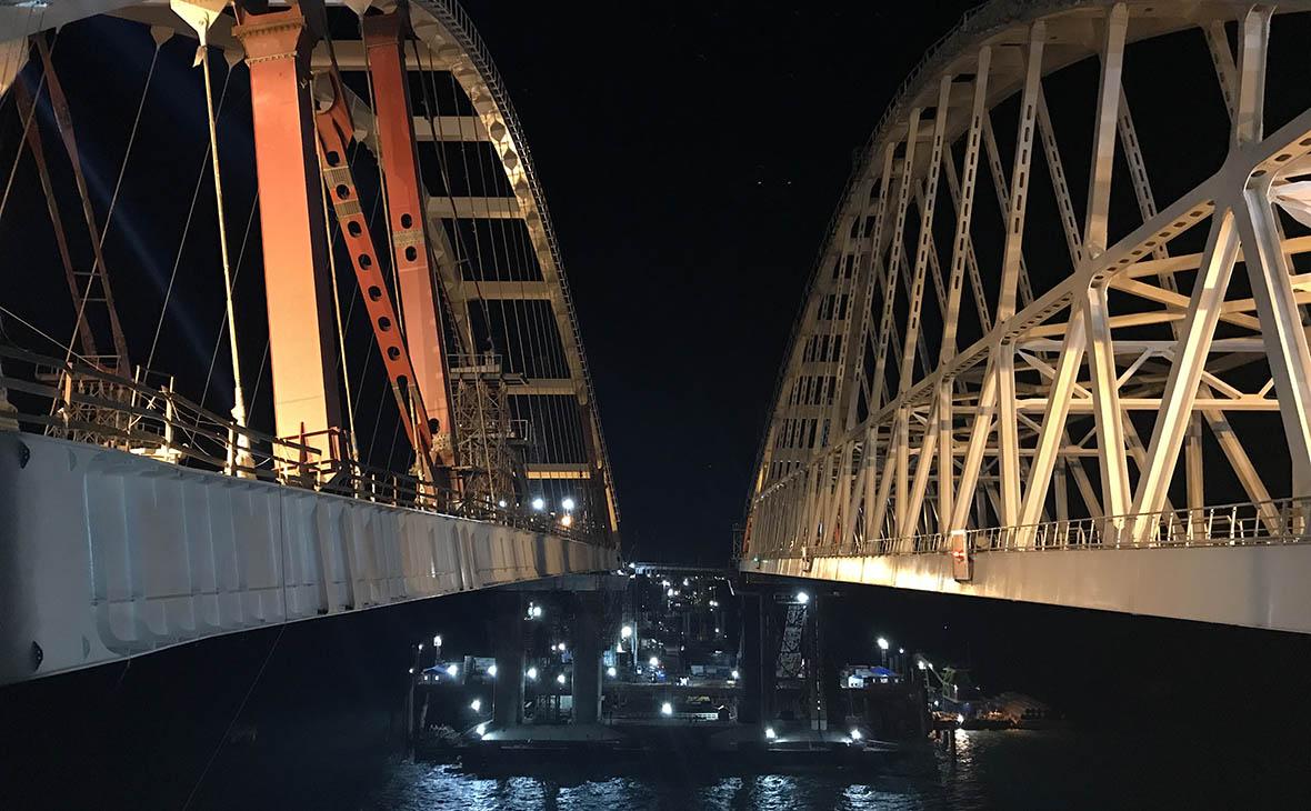 Арку Крымского моста подняли на проектную высоту