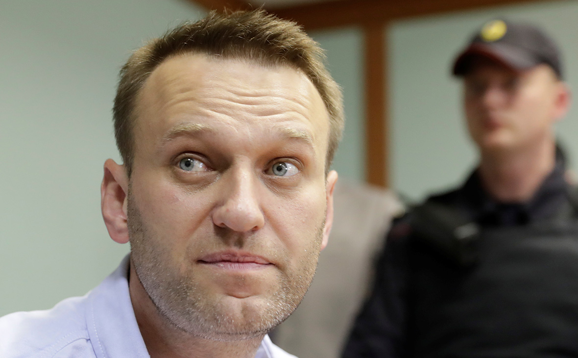 Адвокат Навального сообщила о вызове к нему скорой помощи
