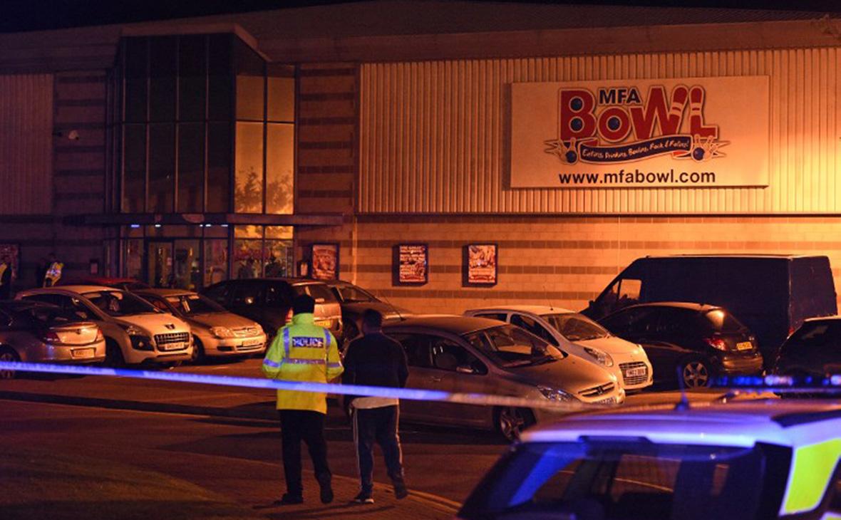 Британская полиция арестовала захватившего заложников в боулинг-клубе