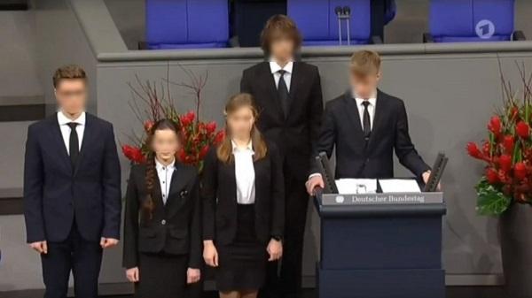На Ямале нашли виновных в скандальном выступлении гимназиста в бундестаге