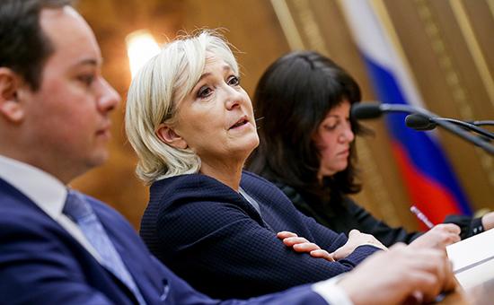 Путин принял Ле Пен вКремле иобещал невмешиваться ввыборы воФранции