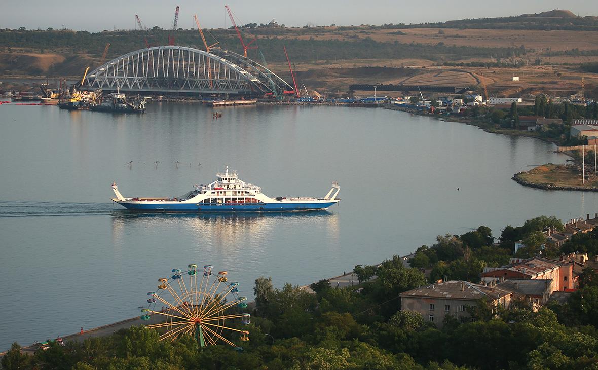 Киев предупредил о потере 43% грузооборота Мариуполя из-за моста в Крым