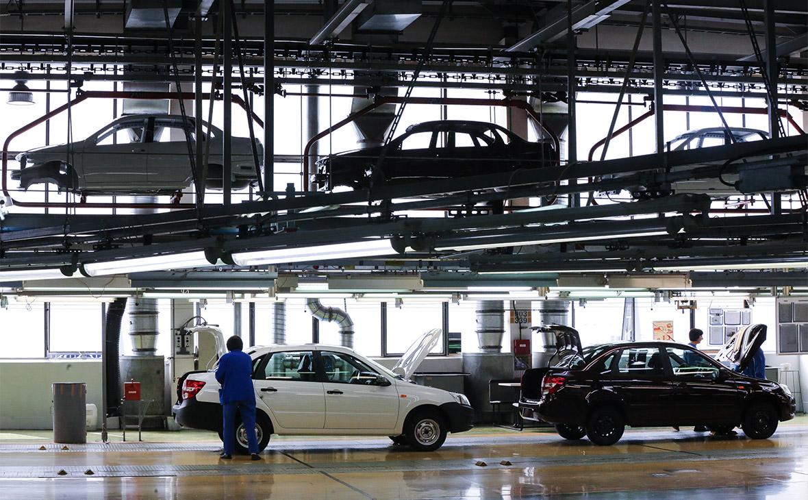 АвтоВАЗ впервые за пять лет вышел на операционную прибыль