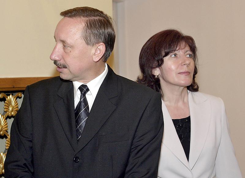 Жена и зять Александра Беглова покинут Смольный
