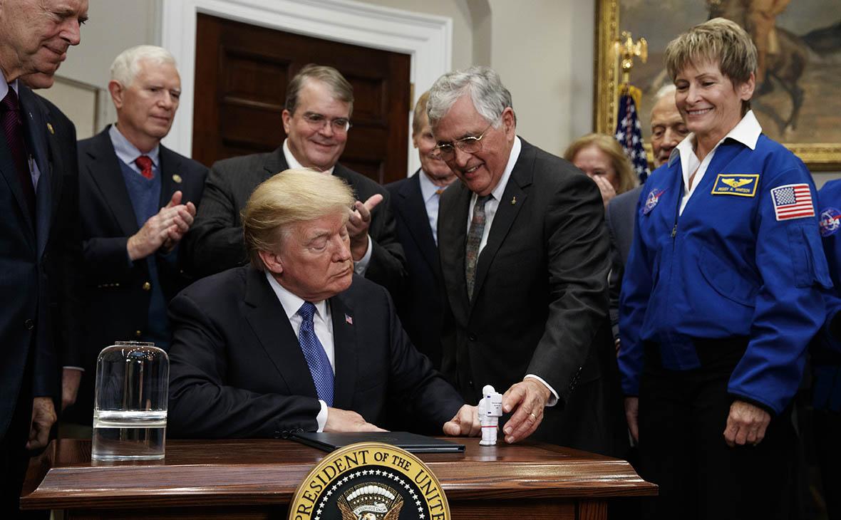 Трамп подписал указ о старте новой американской лунной программы