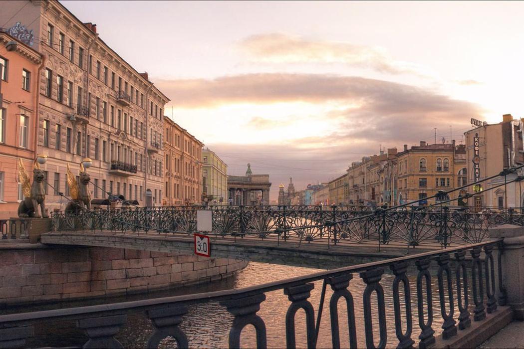 Петербург за пять минут: метро без пассажиров и дефицит врачей
