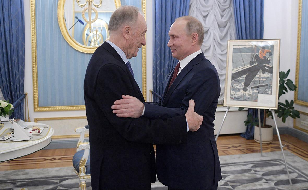 Путин подарил на юбилей Родиону Щедрину картину «Монтажник-высотник»