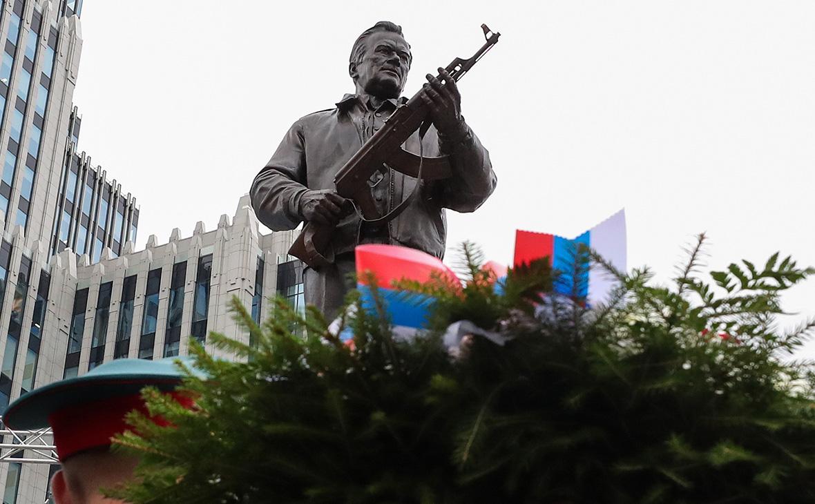 Автор памятника Калашникову рассказал о советах сохранить схему Шмайссера