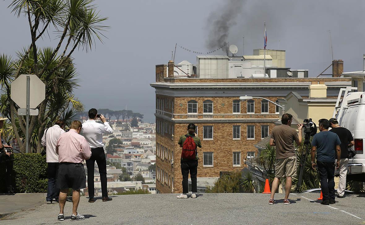 В МИДе объяснили появление черного дыма над консульством в Сан-Франциско