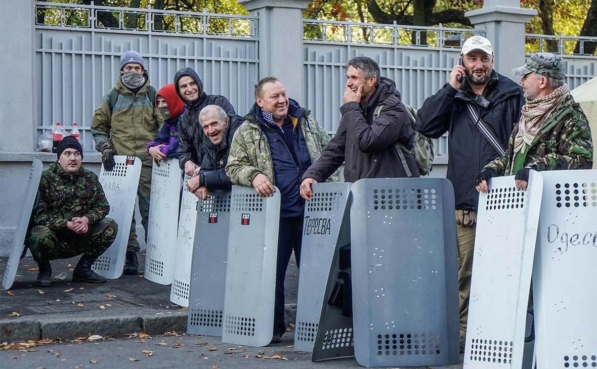 Полиция в Киеве применила против протестующих слезоточивый газ