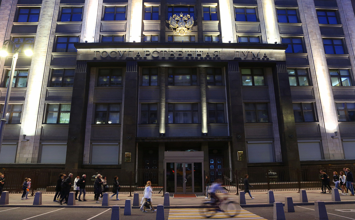 Обеднели: в 2017г. доходы донских депутатов Госдумы и их жен сократились