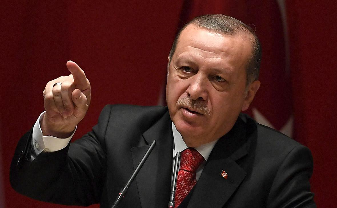 Эрдоган отверг извинения НАТО за «вражеский плакат» с его именем