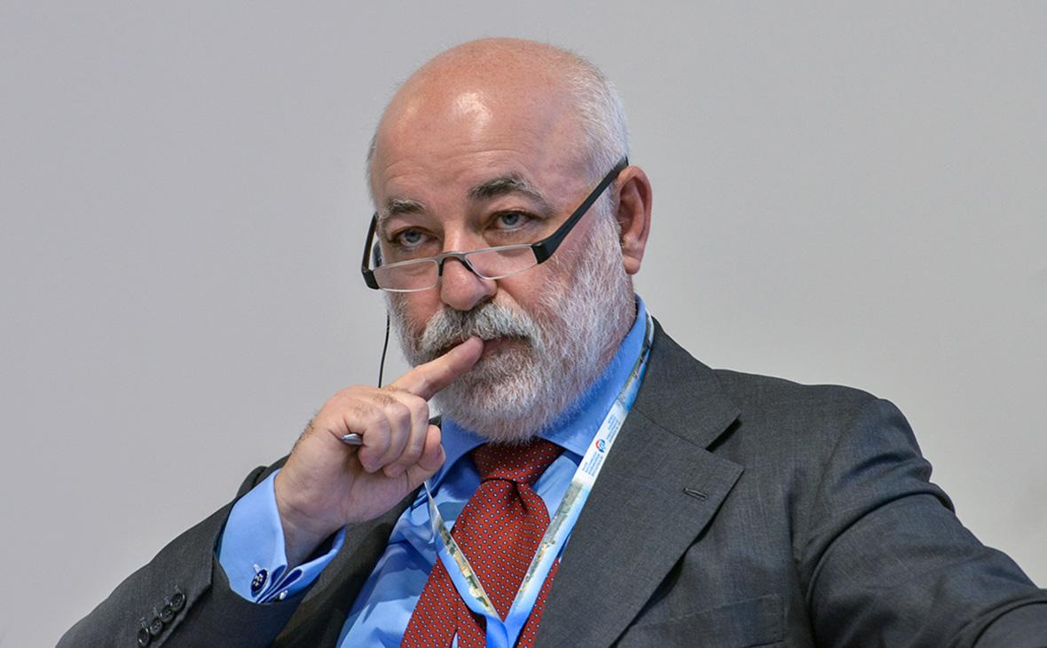 Представитель Вексельберга опроверг заморозку его счета на Кипре