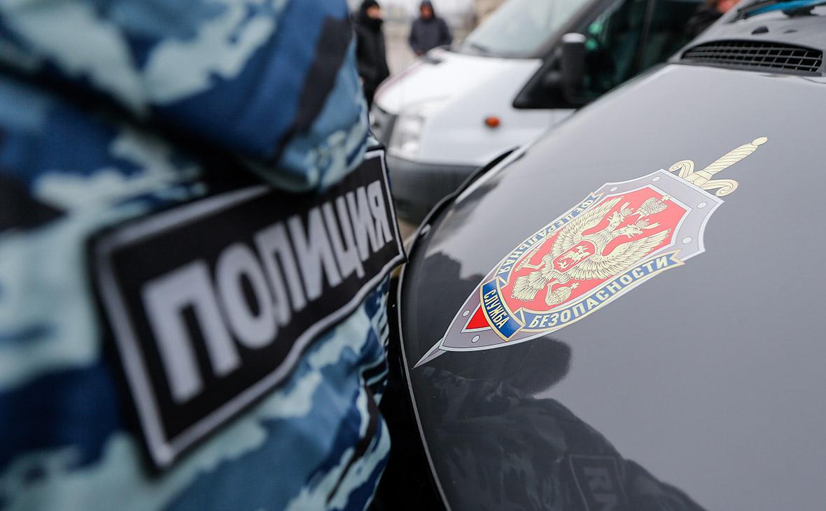 Сотрудники ФСБ при обыске дома в Петергофе нашли боеприпасы и крокодила