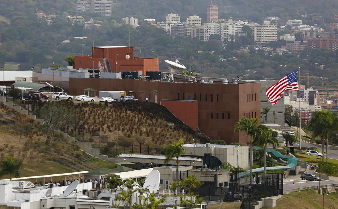 Госдеп США дал указание семьям дипломатов покинуть Венесуэлу