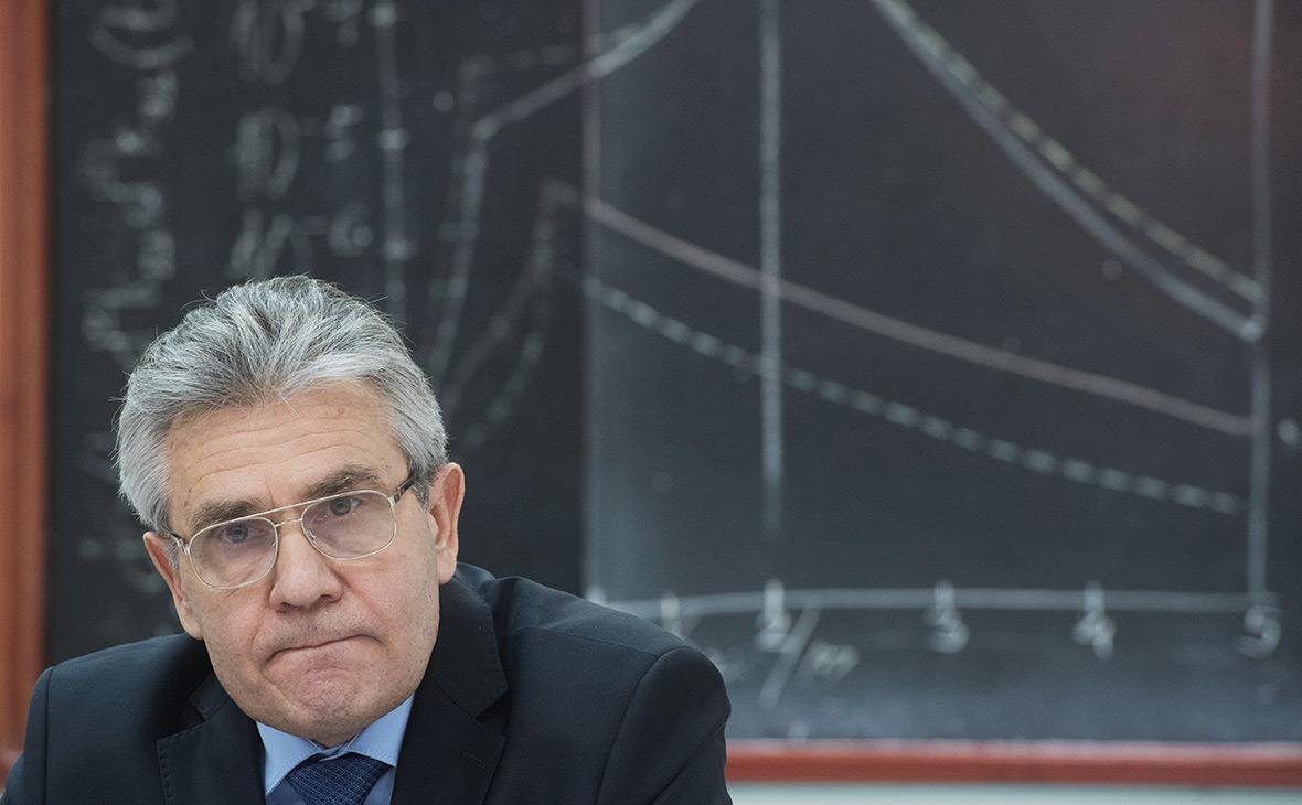 Глава Академии наук призвал отменить ЕГЭ