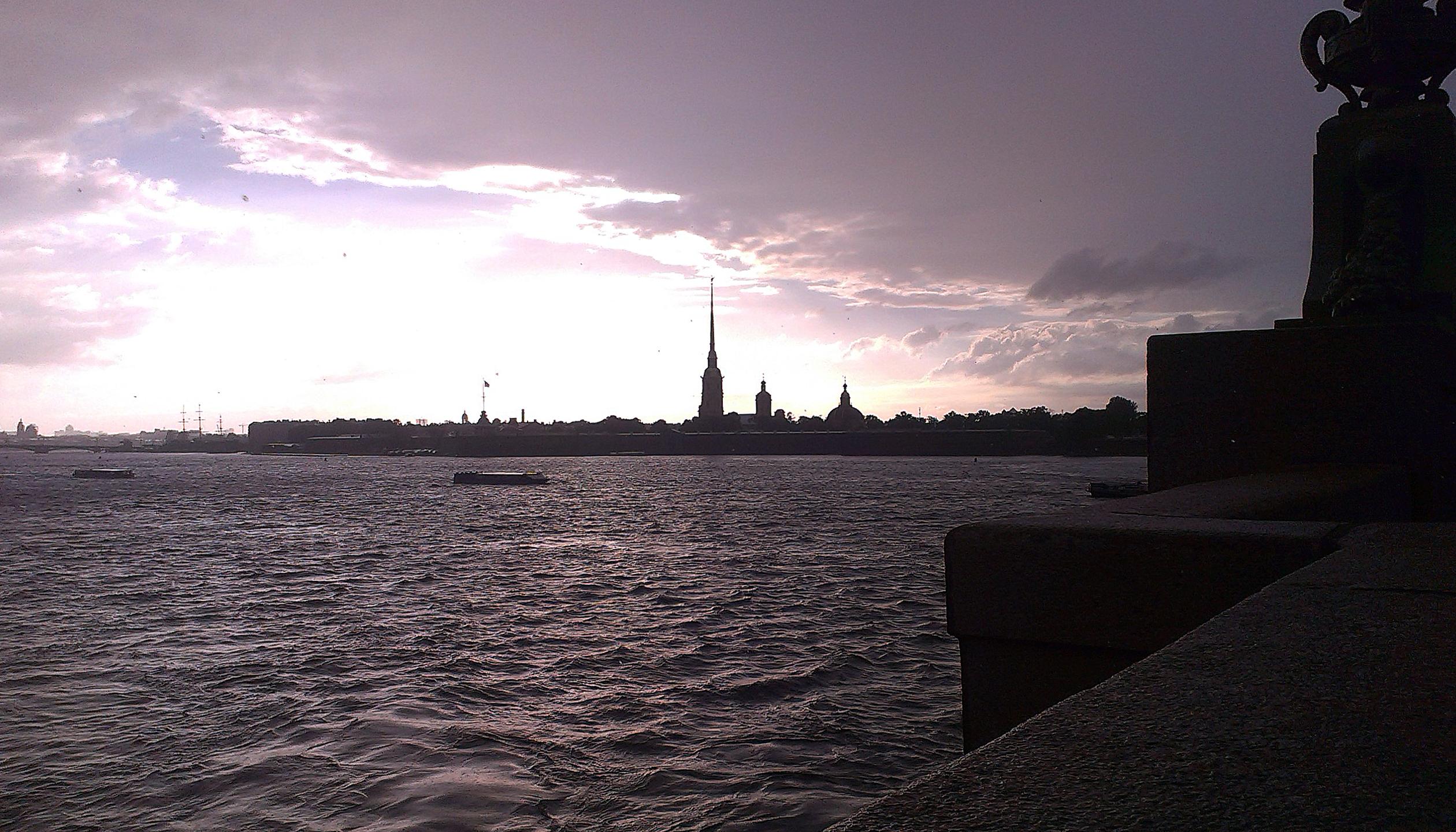 Петербург за пять минут: цены на жилье и «телеком-пиратство»