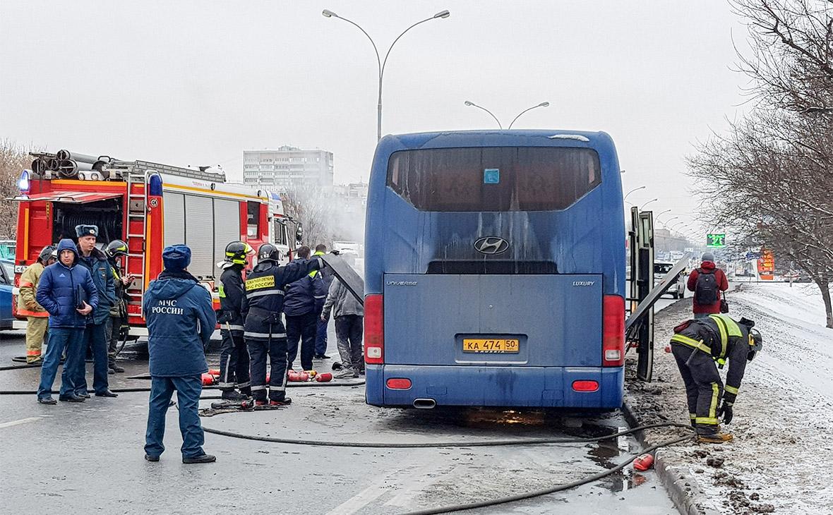 На Волгоградском проспекте загорелся экскурсионный автобус со школьниками