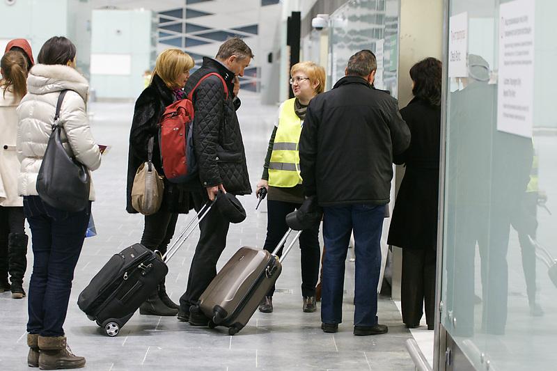 Более 26 тыс. жителей Петербурга стали невыездными