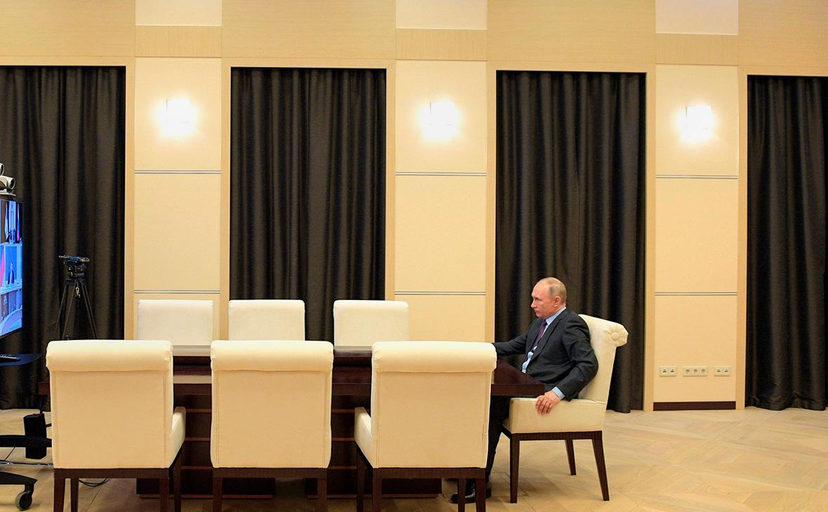 Песков обозначил сроки дистанционного режима работы Путина
