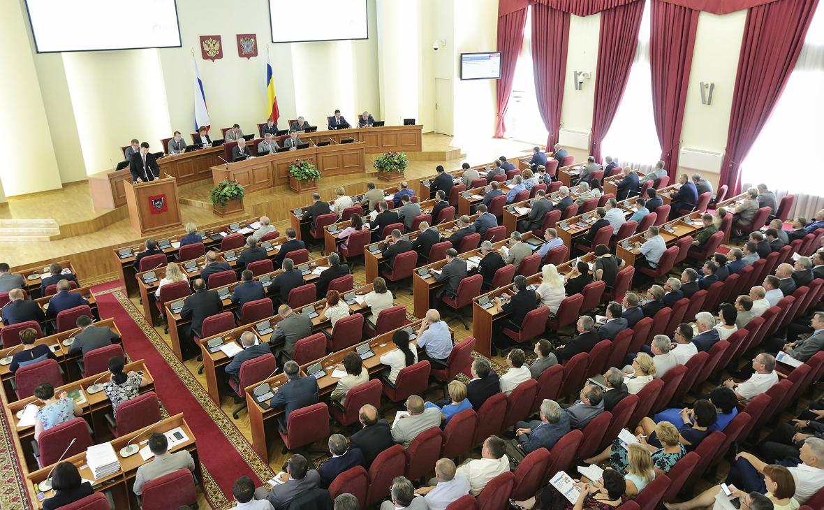 Исход: три сотрудника администрации Ростова идут на выборы в Заксобрание