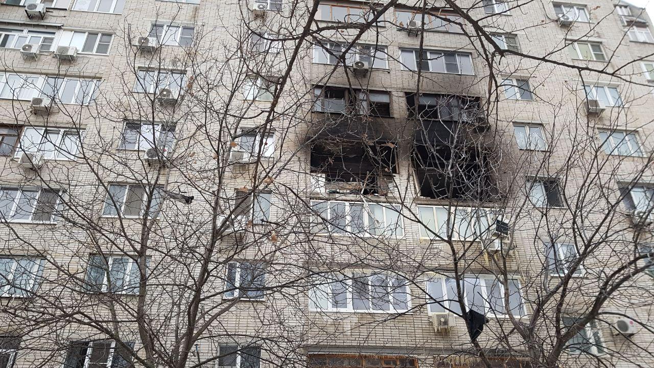 Поcле взрыва и пожара в жилом доме в Ростове возбудили уголовное дело