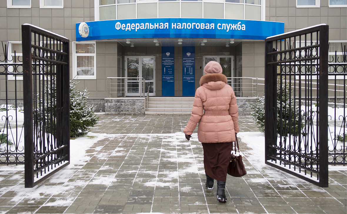 Путин пообещал год не поднимать налоги и предложил простить должников