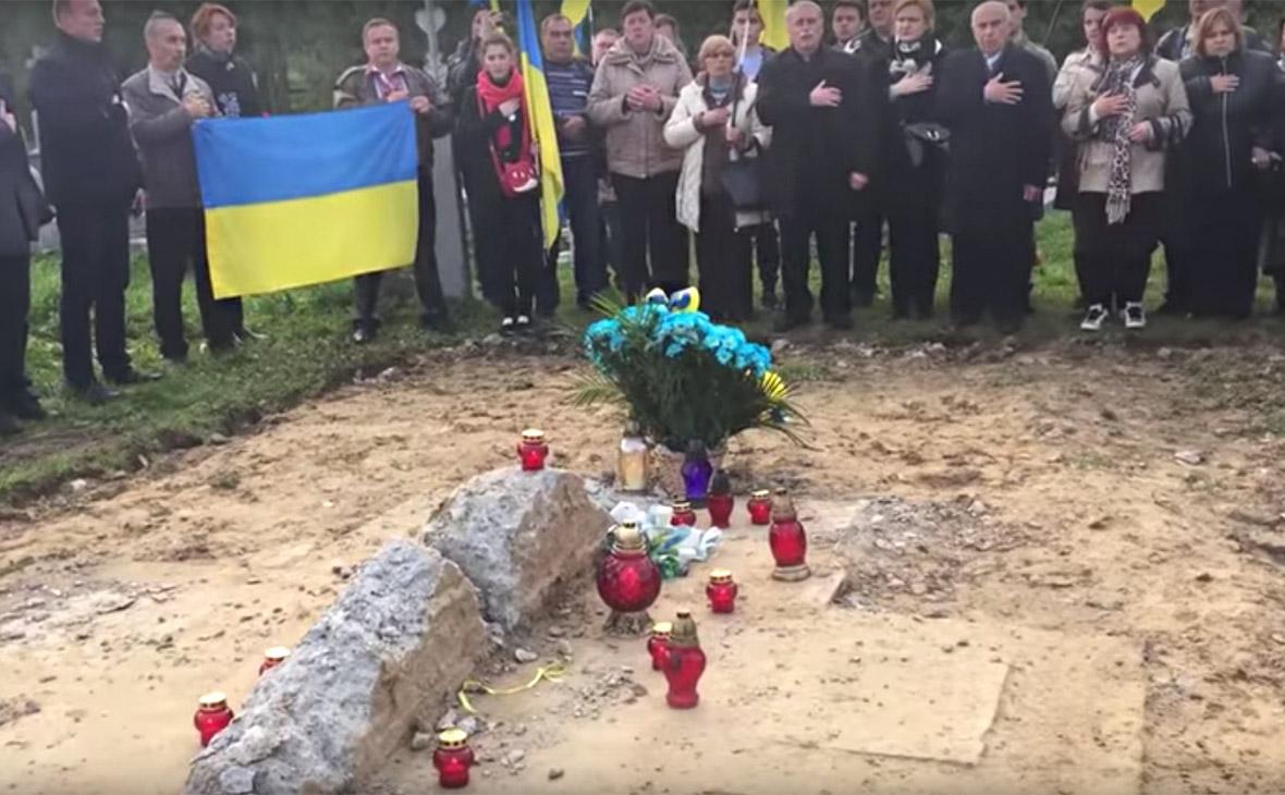 Остатки демонтированного памятника УПА направили на ремонт дорог в Польше