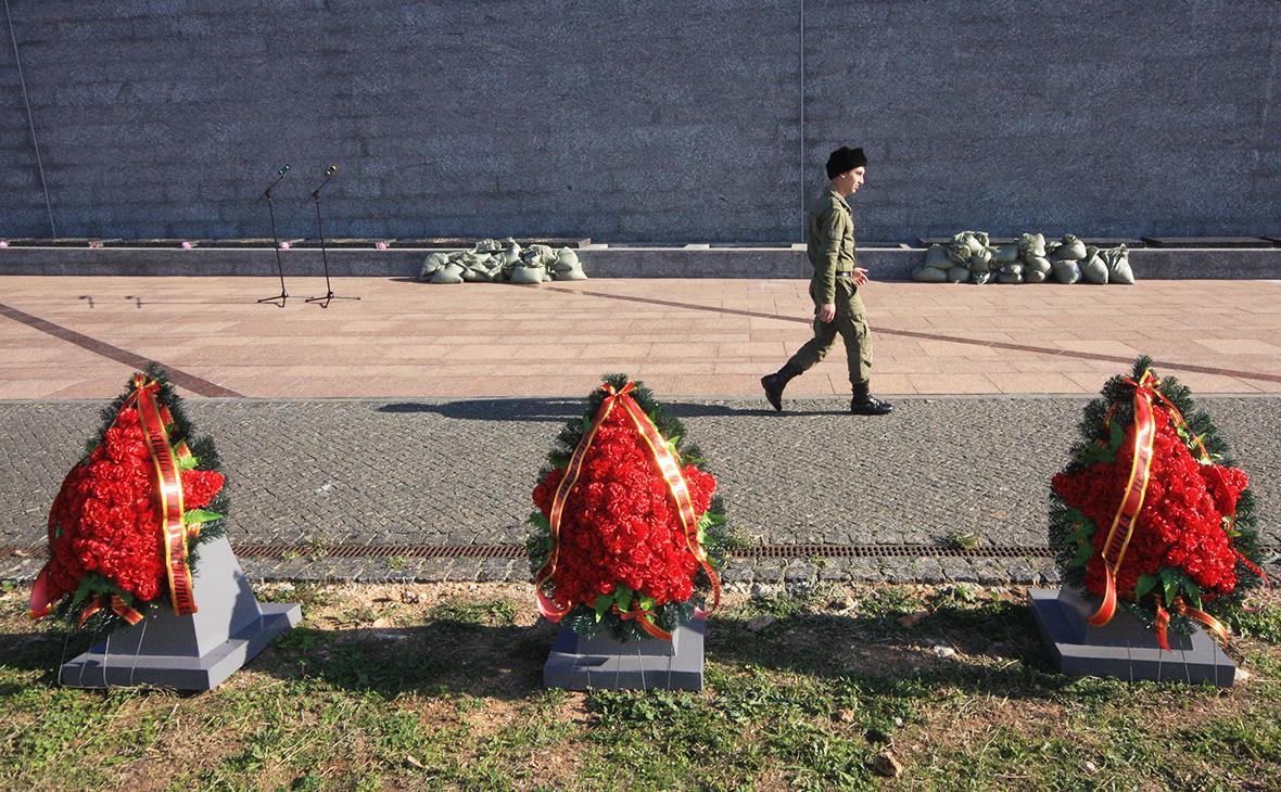 МВД предложило принимать в гражданство России у братских могил