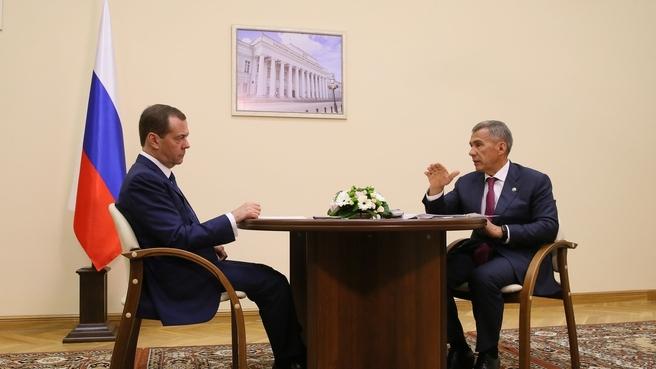 Минниханов рассказал Медведеву о ремонте школ и детсадов в Татарстане