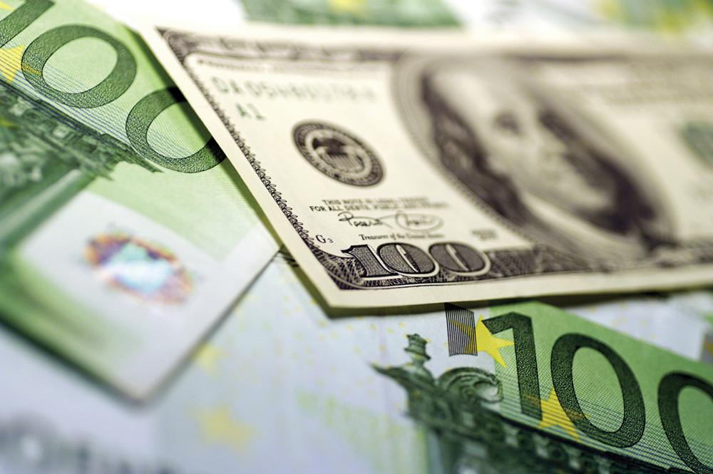 Эксперты ждут укрепления рубля на фоне пересмотра суверенного рейтинга РФ