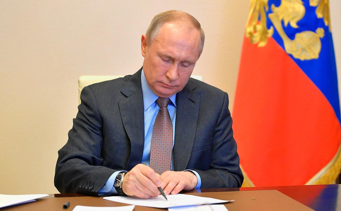 Путин поручил проработать вопросы производства вакцины от коронавируса