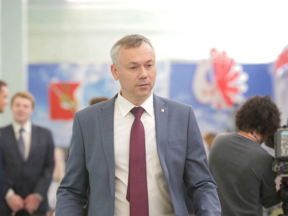 Травников рассказал о прыжках со скалы кандидатов в губернаторы