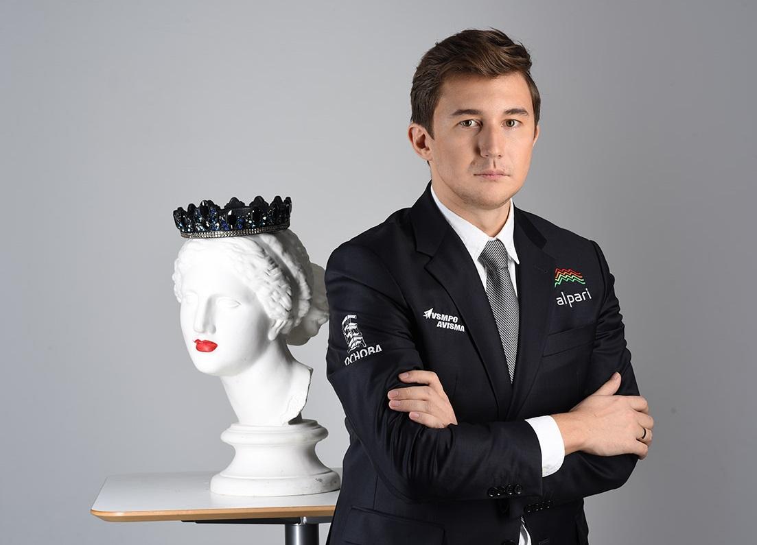 Гроссмейстер Карякин привез в Казань на подарки наборы шахматных досок