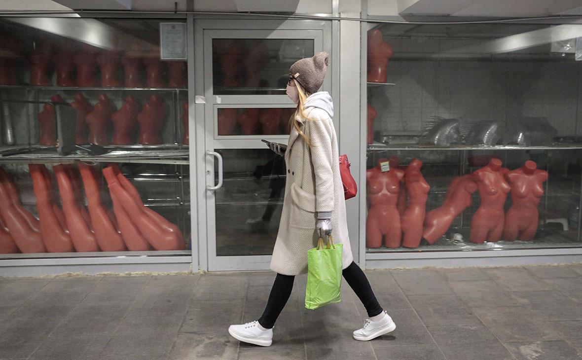 Объем оплаченных россиянами услуг в нетрудовом апреле рухнул на 38%