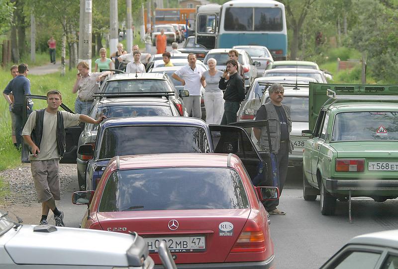 Жителей петербургских пригородов спасут от бездорожья